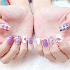 方圆形紫色白色手绘花朵格纹想学习这么好看的美甲吗?可以咨询微信mjbyxs6哦~美甲图片