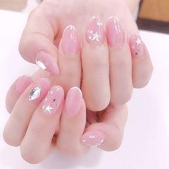 圆形粉色星星亮片简约想学习这么好看的美甲吗?可以咨询微信mjbyxs6哦~美甲图片
