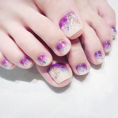 脚部紫色白色渐变亮片想学习这么好看的美甲吗?可以咨询微信mjbyxs6哦~美甲图片