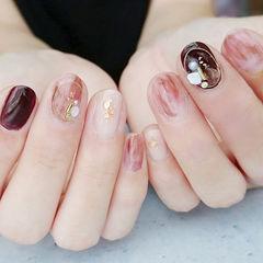 圆形酒红色棕色贝壳片珍珠晕染想学习这么好看的美甲吗?可以咨询微信mjbyxs6哦~美甲图片
