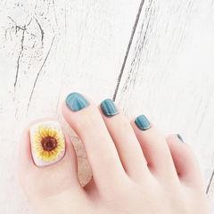 脚部绿色黄色手绘花朵想学习这么好看的美甲吗?可以咨询微信mjbyxs6哦~美甲图片