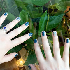 圆形绿色手绘树叶夏天短指甲想学习这么好看的美甲吗?可以咨询微信mjbyxs6哦~美甲图片