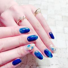 圆形蓝色晕染贝壳片想学习这么好看的美甲吗?可以咨询微信mjbyxs6哦~美甲图片