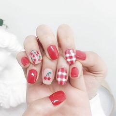 方圆形红色白色手绘水果樱桃格纹想学习这么好看的美甲吗?可以咨询微信mjbyxs6哦~美甲图片