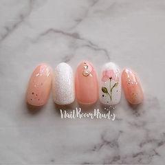 圆形粉色银色手绘花朵日式美甲图片