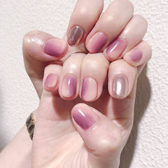 圆形裸色紫色银色竖形渐变想学习这么好看的美甲吗?可以咨询微信mjbyxs6哦~美甲图片