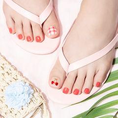 脚部红色格纹夏天樱桃水果想学习这么好看的美甲吗?可以咨询微信mjbyxs6哦~美甲图片