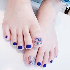 脚部蓝色贝壳片磨砂美甲图片