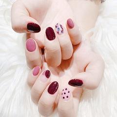 圆形酒红色粉色贝壳片波点美甲图片