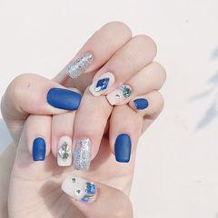 方圆形蓝色白色银色钻跳色磨砂想学习这么好看的美甲吗?可以咨询微信mjbyxs6哦~美甲图片