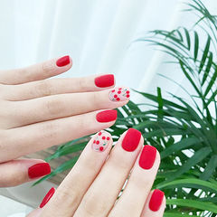 方圆形红色手绘水果樱桃夏天磨砂显白美甲图片