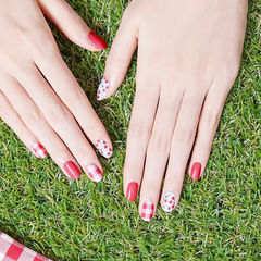 圆形红色白色手绘水果樱桃夏天格纹美甲图片