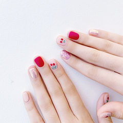 方圆形红色手绘水果樱桃磨砂短指甲美甲图片
