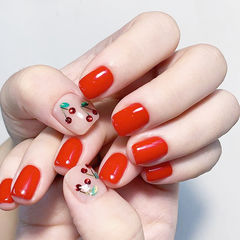 方圆形红色钻樱桃夏天美甲图片