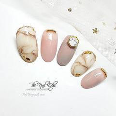 圆形粉色豆沙色棕色晕染石纹金属饰品美甲图片