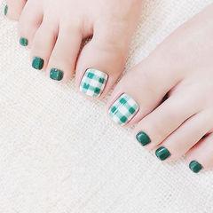 脚部绿色白色格纹美甲图片