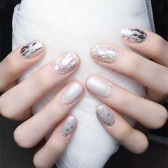 圆形白色银箔贝壳片美甲图片