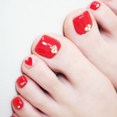 脚部红色心形钻新娘美甲图片