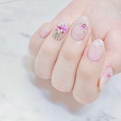 圆形白色干花想学习这么好看的美甲吗?可以咨询微信mjbyxs6哦~美甲图片