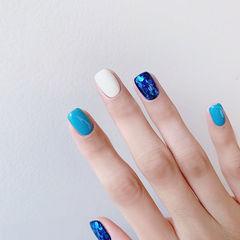 方圆形蓝色白色亮片跳色美甲图片