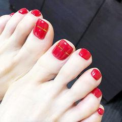 脚部红色金银线显白新娘简约美甲图片