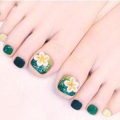 脚部绿色雕花夏天想学习这么好看的美甲吗?可以咨询微信mjbyxs6哦~美甲图片