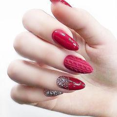 圆形红色毛衣纹亮片磨砂新娘想学习这么好看的美甲吗?可以咨询微信mjbyxs6哦~美甲图片