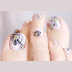 脚部蓝色白色手绘花朵想学习这么好看的美甲吗?可以咨询微信mjbyxs6哦~美甲图片
