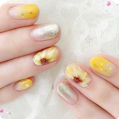 圆形黄色银色手绘花朵亮片想学习这么好看的美甲吗?可以咨询微信mjbyxs6哦~美甲图片