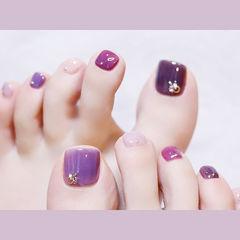 脚部紫色粉色跳色美甲图片