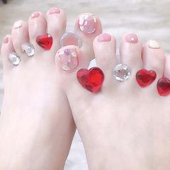 脚部粉色贝壳片简约想学习这么好看的美甲吗?可以咨询微信mjbyxs6哦~美甲图片