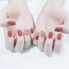 方圆形焦糖色裸色手绘水果樱桃美甲图片