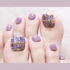 脚部紫色手绘格纹想学习这么好看的美甲吗?可以咨询微信mjbyxs6哦~美甲图片