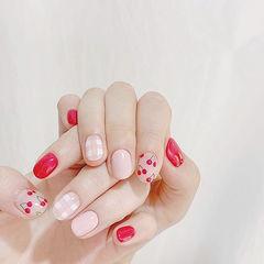 圆形红色粉色手绘水果樱桃格纹美甲图片