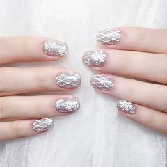 方圆形银色网纹雪花想学习这么好看的美甲吗?可以咨询微信mjbyxs6哦~美甲图片