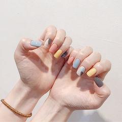 方圆形蓝色黄色粉色跳色美甲图片