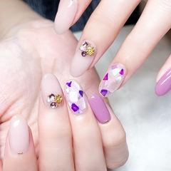 圆形裸色紫色贝壳片钻美甲图片