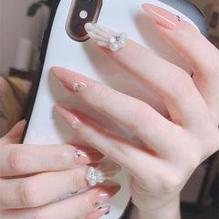 尖形粉色白色珍珠贝壳想学习这么好看的美甲吗?可以咨询微信mjbyxs6哦~美甲图片