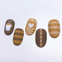 圆形棕色白色手绘咖啡拉花磨砂美甲图片