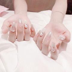 方圆形银色渐变珍珠魔镜粉美甲图片