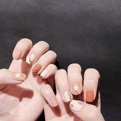 方圆形橙色白色手绘花朵短指甲美甲图片