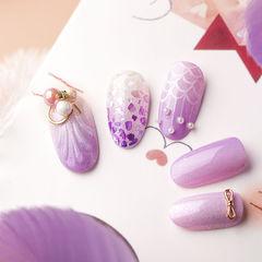 圆形紫色手绘贝壳贝壳片珍珠研习社美甲帮研习社武汉校区学员作品,想学习这么好看的美甲吗?可以咨询微信mjbyxs6哦~美甲图片
