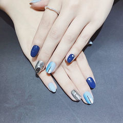 圆形蓝色银色跳色美甲图片