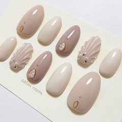 圆形裸色贝壳简约美甲图片