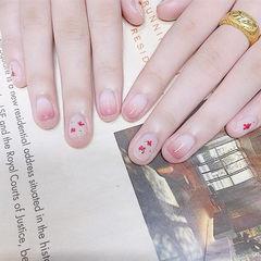 圆形粉色渐变干花短指甲想学习这么好看的美甲吗?可以咨询微信mjbyxs6哦~美甲图片