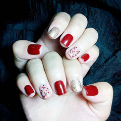方圆形红色银色手绘樱桃美甲图片