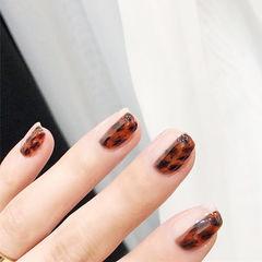 方圆形棕色手绘豹纹想学习这么好看的美甲吗?可以咨询微信mjbyxs6哦~美甲图片