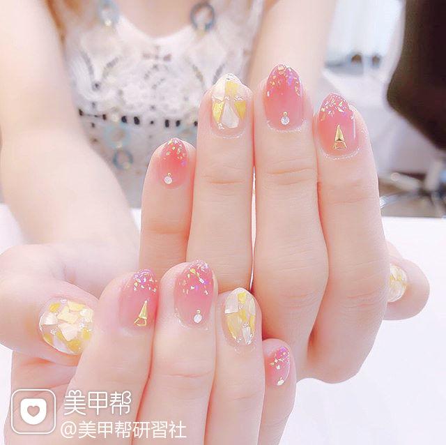 圆形粉色贝壳片想学习这么好看的美甲吗?可以咨询微信mjbyxs6哦~美甲图片