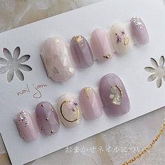 圆形紫色白色晕染干花贝壳片金箔美甲图片