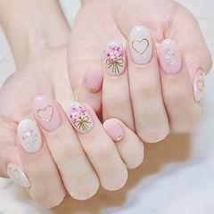 圆形粉色白色干花贝壳片金箔想学习这么好看的美甲吗?可以咨询微信mjbyxs6哦~美甲图片